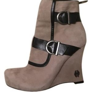 House of Harlow 1960 Taupe Arissa Wedge Booties
